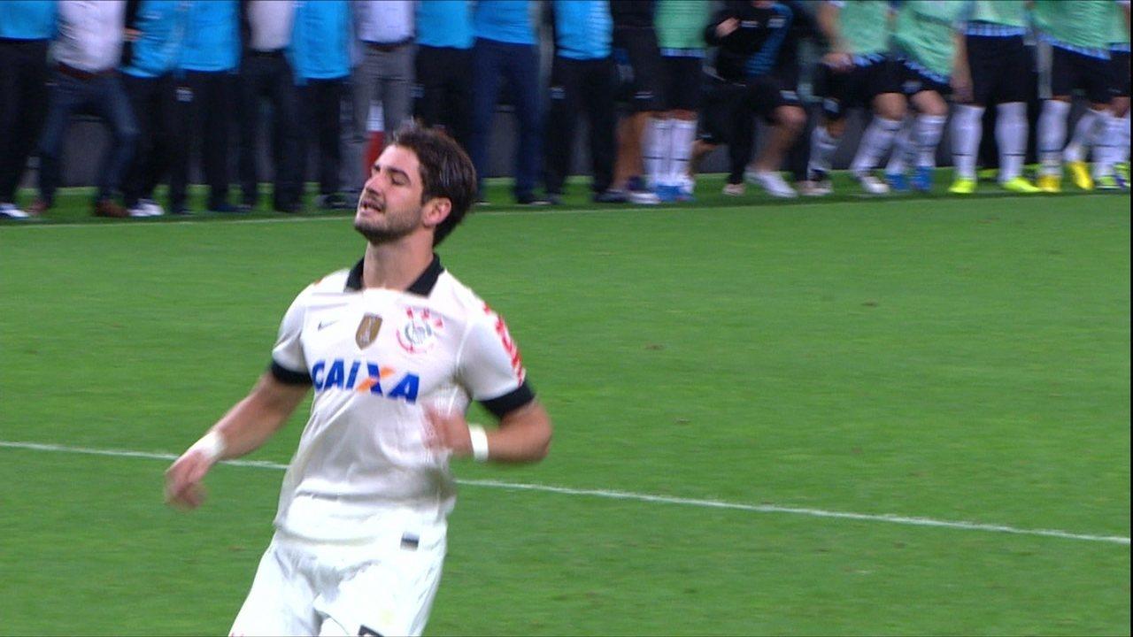 Pato perde pênalti decisivo e Timão é eliminado da Copa do Brasil
