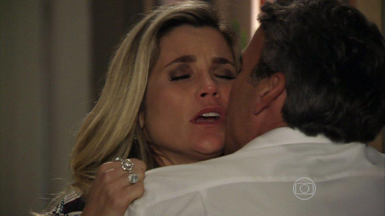 Além do Horizonte - capítulo de quinta-feira, dia 28/11/2013, na íntegra - Thomaz e Heloísa se beijam