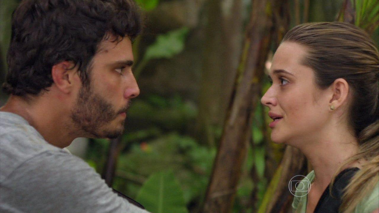 Alem do Horizonte - capítulo de terça-feira, dia 10/12/2013, na íntegra - William ajuda Lili a superar trauma durante a prova