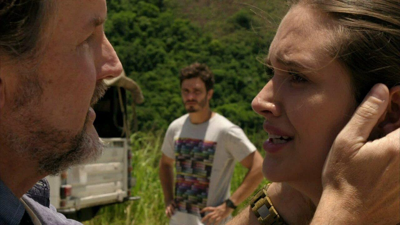 Além do Horizonte - capítulo de segunda-feira, dia 06/01/2014, na íntegra - Lili finalmente reencontra seu pai, LC