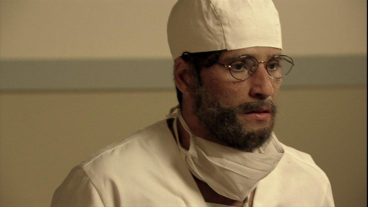 Joia Rara - capítulo de segunda-feira, dia 27/01/2014, na íntegra - Franz se disfarça mas consegue escapar da emboscada de Manfred no hospital