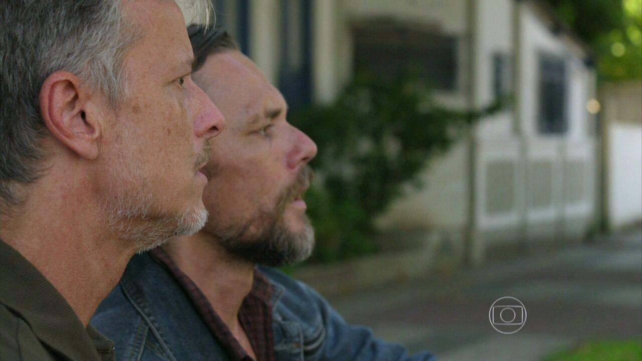 Além do Horizonte - capítulo de quinta-feira, dia 30/01/2014, na íntegra - Kléber vê Celina e Nilson com William no Rio de Janeiro