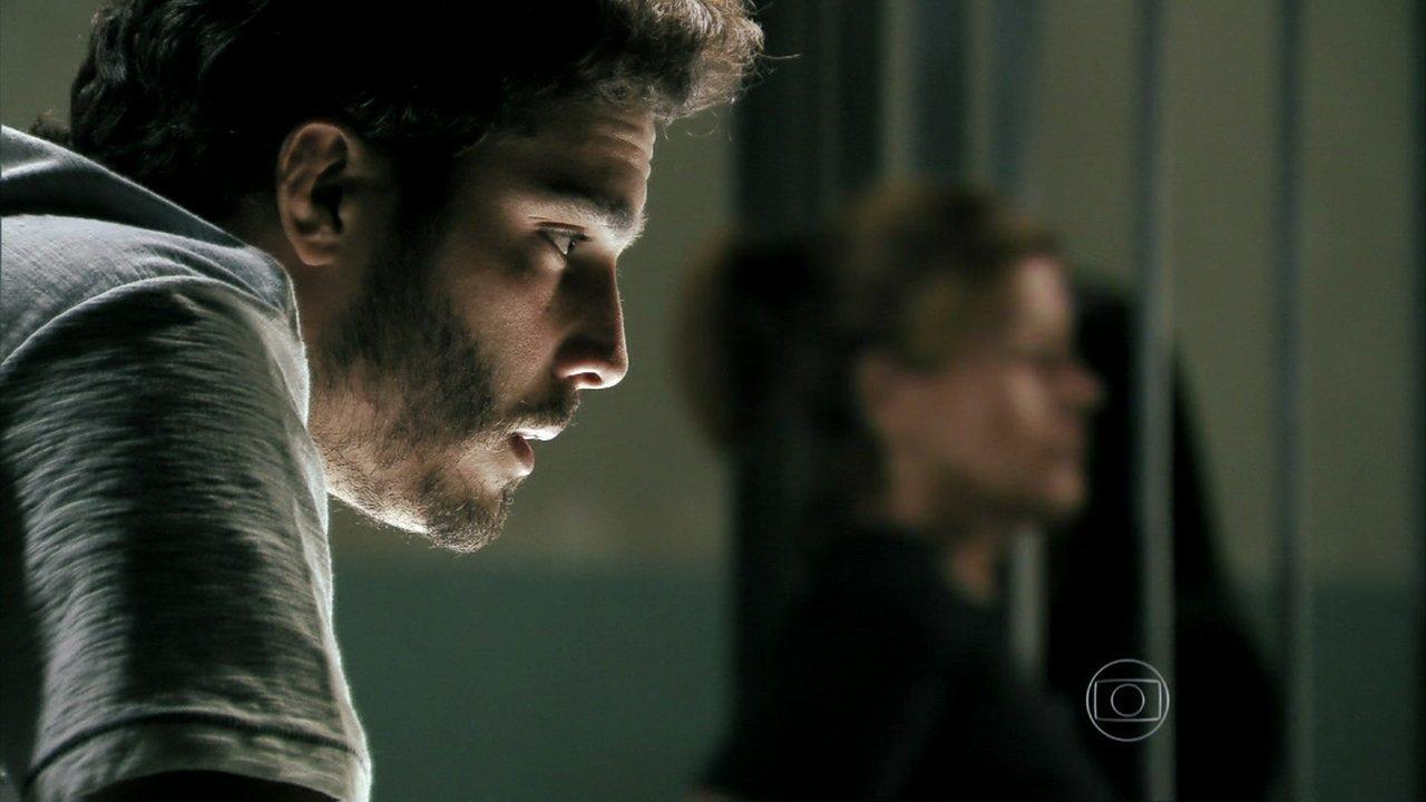 Além do Horizonte - capítulo de terça-feira, dia 04/02/2014, na íntegra - William visita Tereza na cadeia