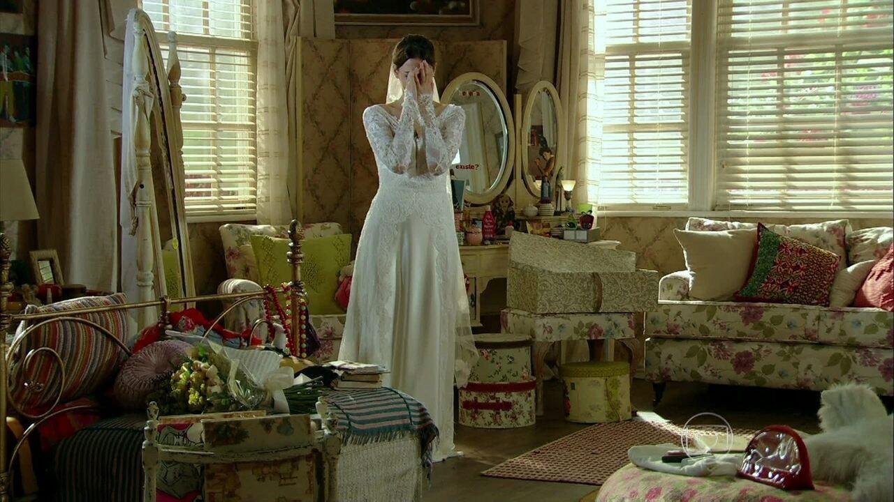 Em Família - Capítulo de sábado, 08/02/2014, na íntegra - Helena pensa em adiar o casamento por causa do sumiço de Virgílio