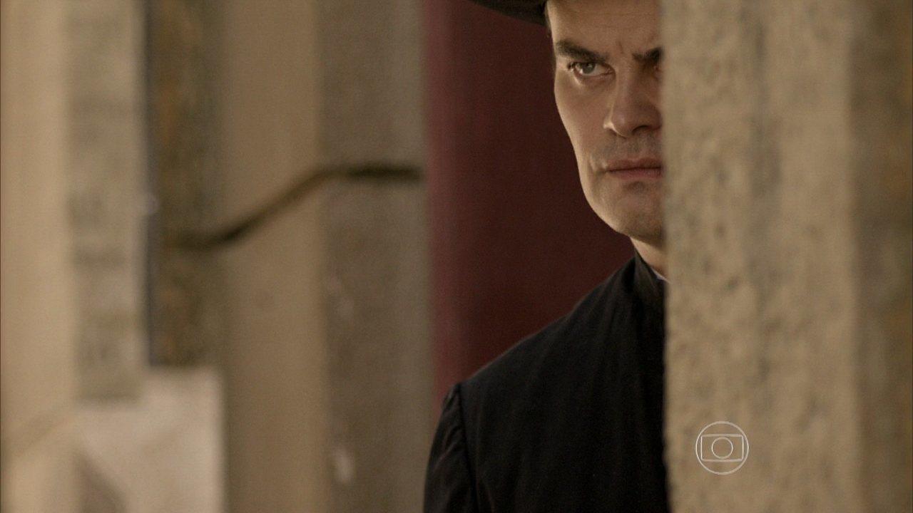 Joia Rara - capítulo de quinta-feira, dia 20/03/2014, na íntegra - Manfred é perseguido por policiais, mas consegue escapar