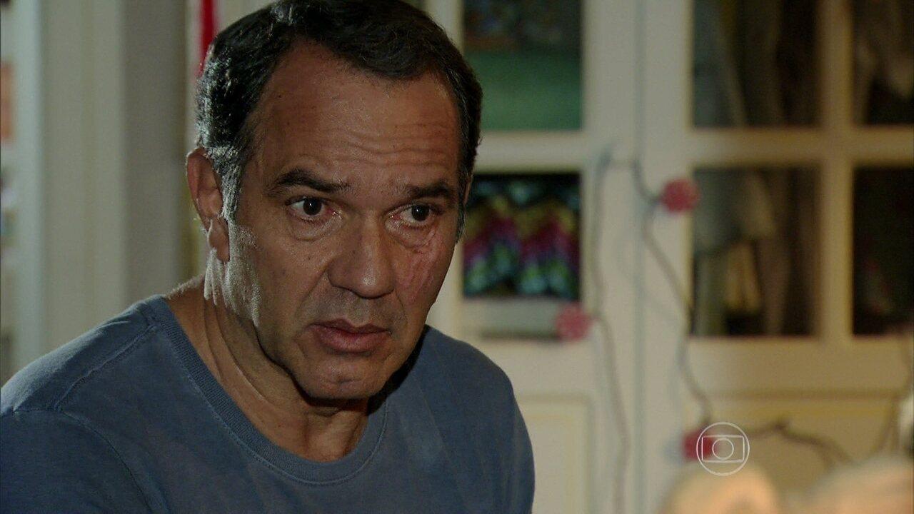 Em Família - Capítulo de quinta-feira, dia 27/03/2014, na íntegra - Virgílio pergunta a Luiza se há algo entre ela e Laerte