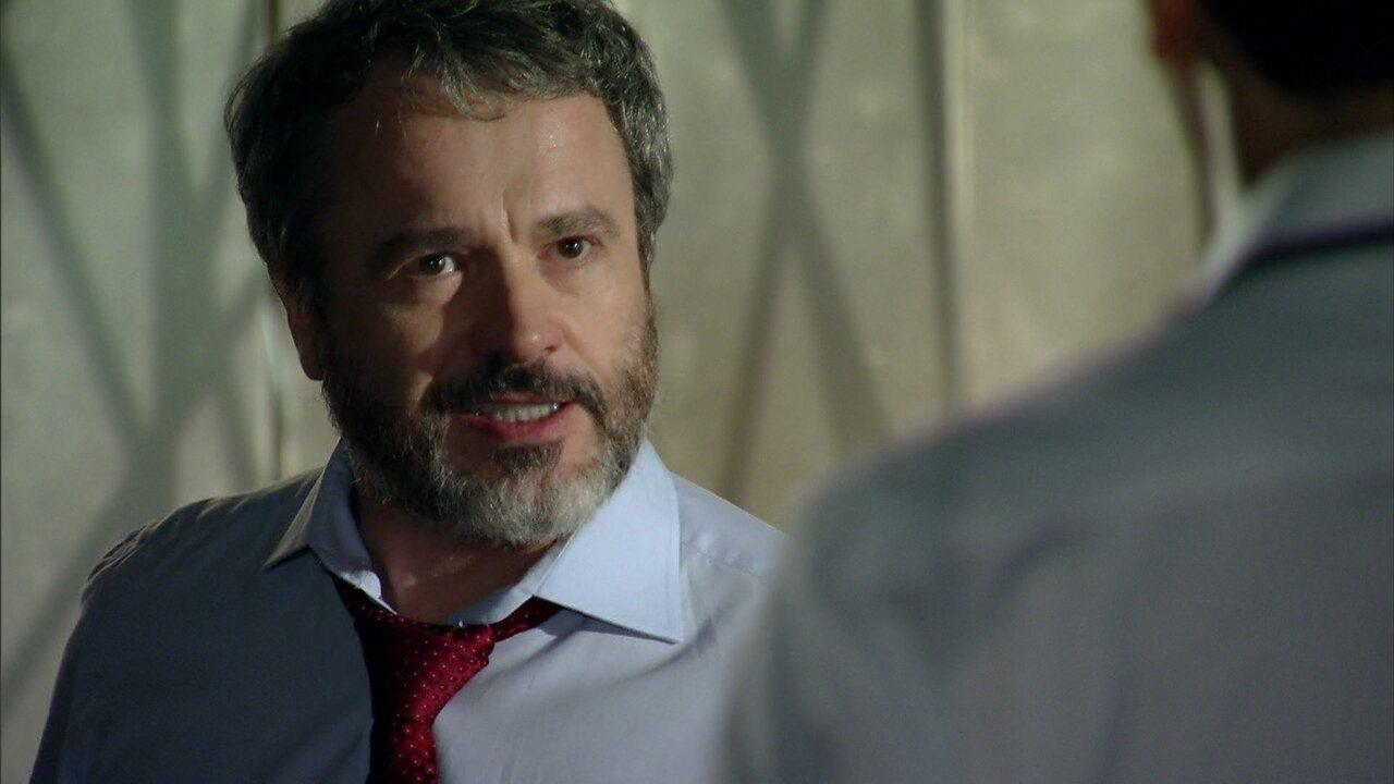 Em Família - capítulo de sábado, dia 26/04/2014, na íntegra - Nando reclama de Jairo