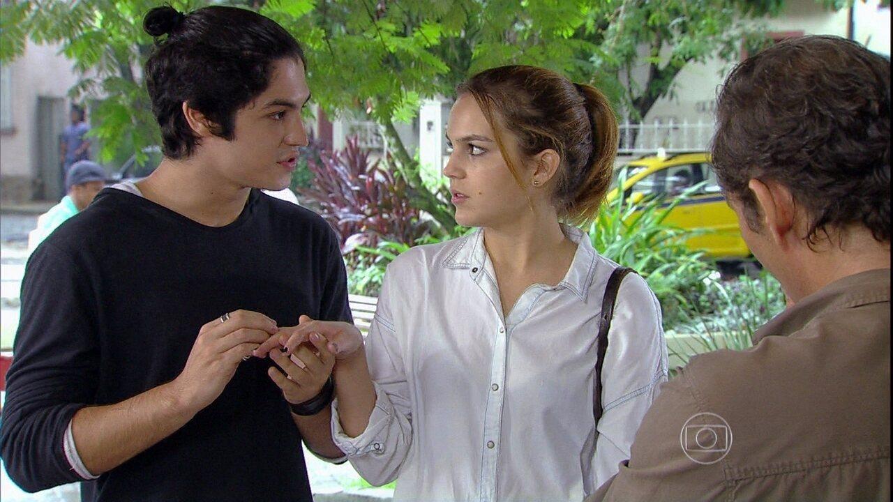 Malhação - Capítulo de segunda-feira, dia 28/04/2014, na íntegra - Antônio dá um anel de noivado para Anita