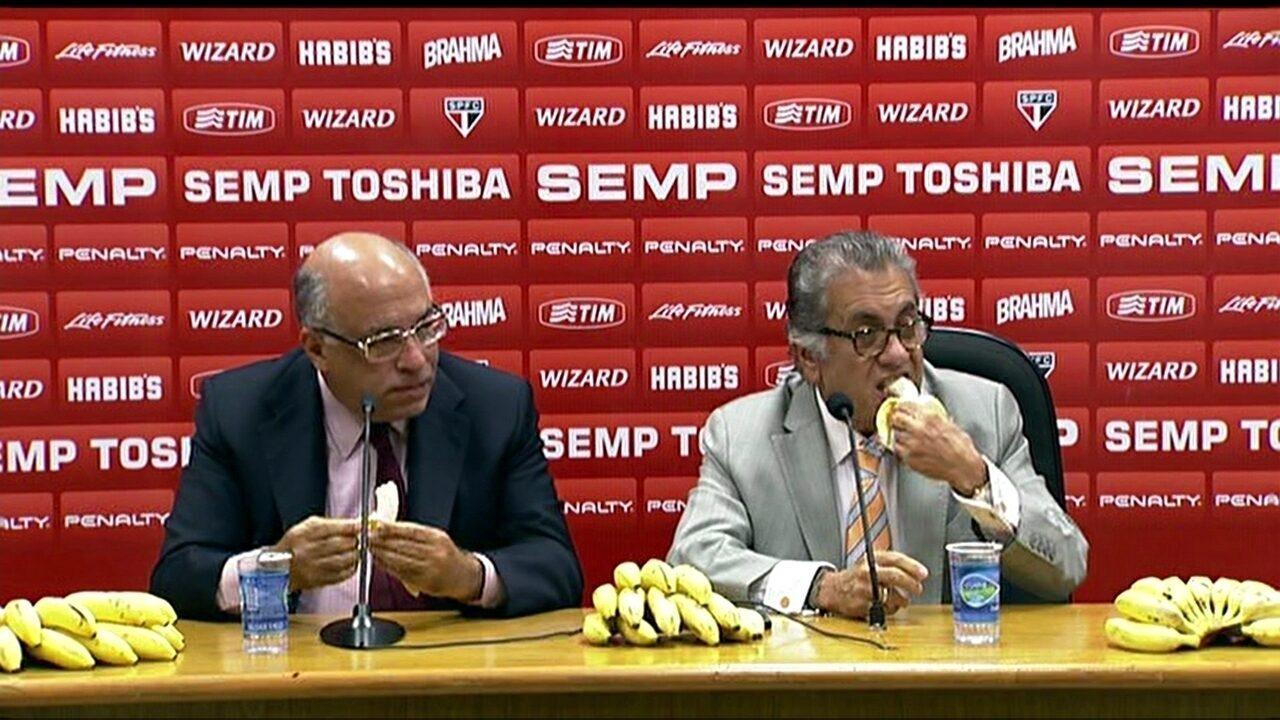 Com bananas, Aidar chama Nobre de patético e diz que Palmeiras se apequenou