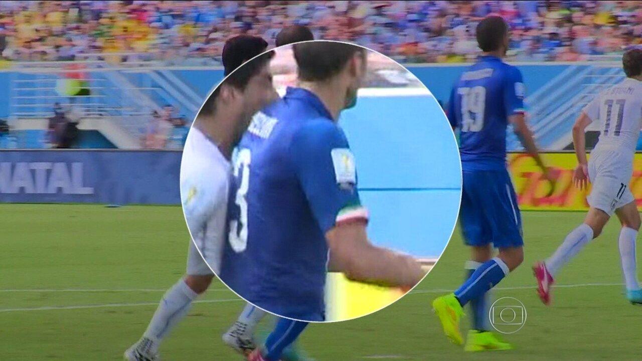 Veja em detalhes a mordida de Luiz Suárez em Chiellini durante jogo entre Itália e Uruguai