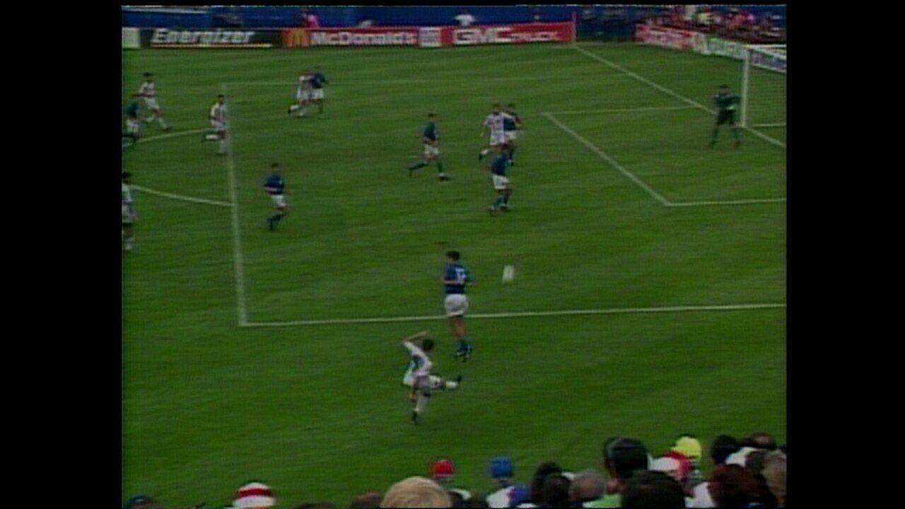 Em 1994, Tassotti acerta cotovelada em Luís Enrique pela Copa do Mundo