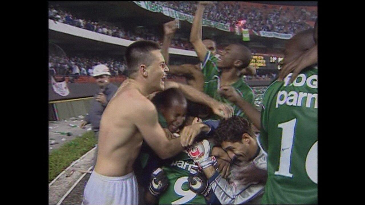 Em 2000, Palmeiras vence Corinthians por 3 (5) a 2 (4) pela Libertadores