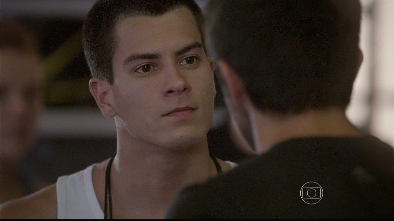 Malhação - capítulo de quinta-feira, dia 14/08/2014, na íntegra - Cobra tenta machucar Wallace e acaba ferindo Duca