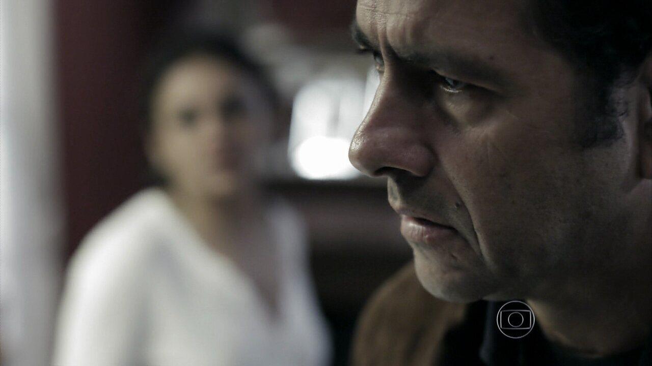 Capítulo de 29/08/2014 - Rosa conta para Pedroso que fará uma inseminação artificial