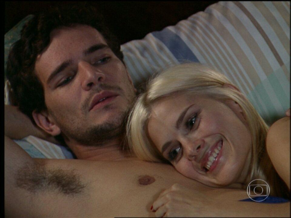 Cobras e Lagartos - capítulo de terça-feira, dia 14/10/2014, na íntegra - Leona invade o quarto de Duda