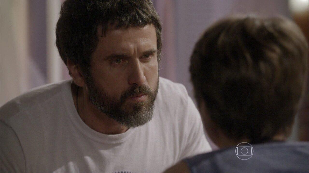 Malhação - capítulo de sexta-feira, dia 17/10/2014, na íntegra - Gael proíbe Karina de lutar e de ver Pedro