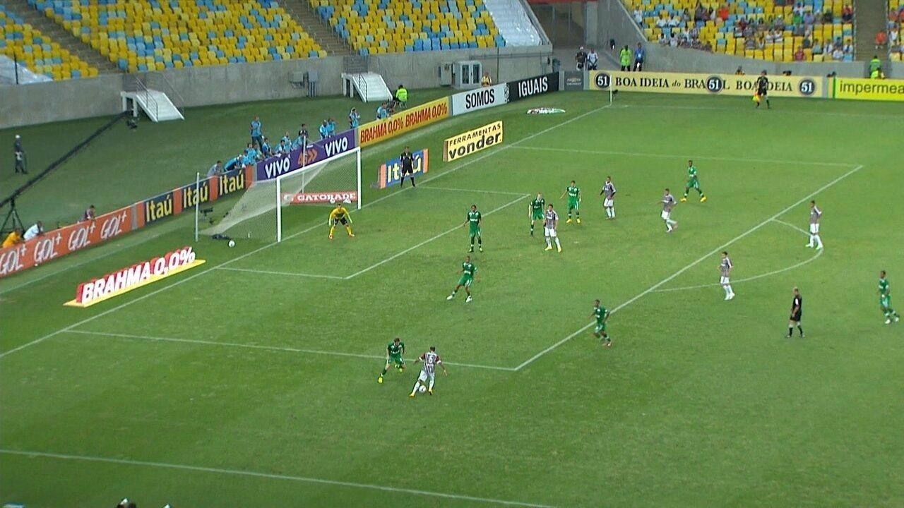 Gol do Fluminense! Carlinhos cruza, Rafael Lima desvia e faz contra, aos 40' do 2º Tempo