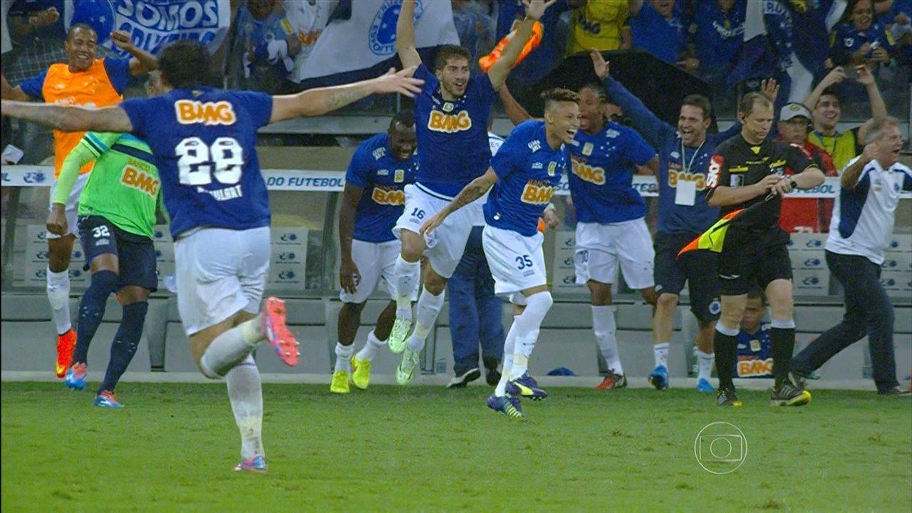 Cruzeiro vence o Goiás no Mineirão e é o campeão Brasileiro de 2014