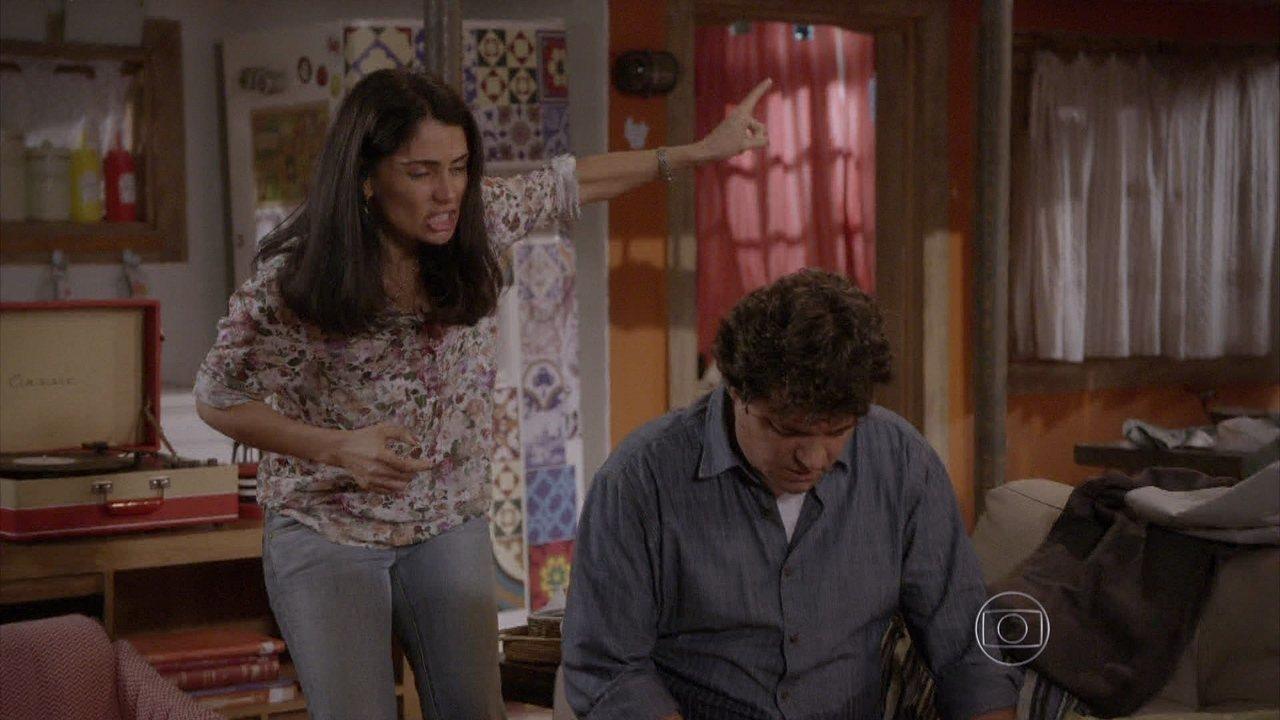 Malhação - capítulo de terça-feira, dia 16/12/2014, na íntegra - Delma expulsa Marcelo de casa