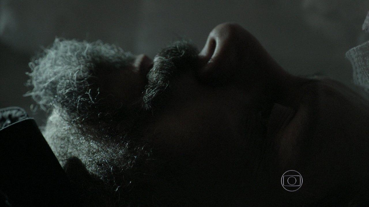 Império - capítulo de sábado, dia 20/12/2014, na íntegra - Cora pensa em abrir o caixão de José Alfredo e dorme no cemitério