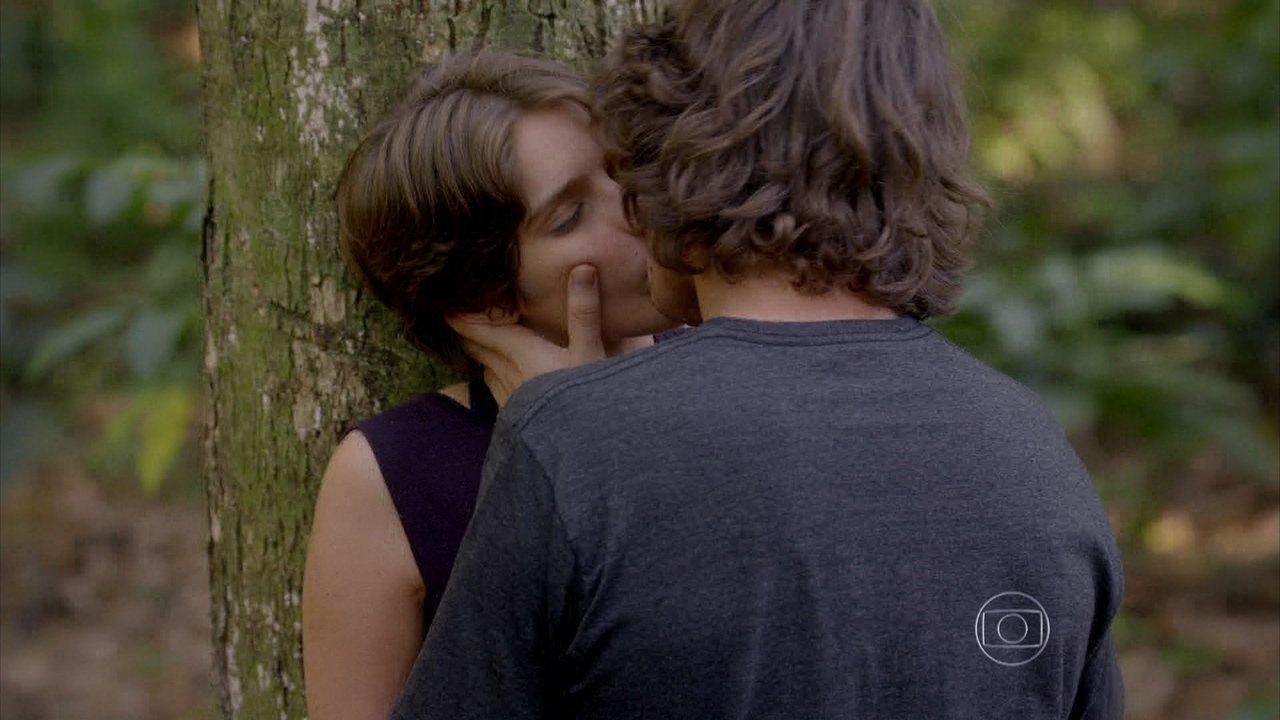 Malhação - capítulo de sexta-feira, dia 26/12/2014, na íntegra - .Pedro fica intimidado na frente de Karina