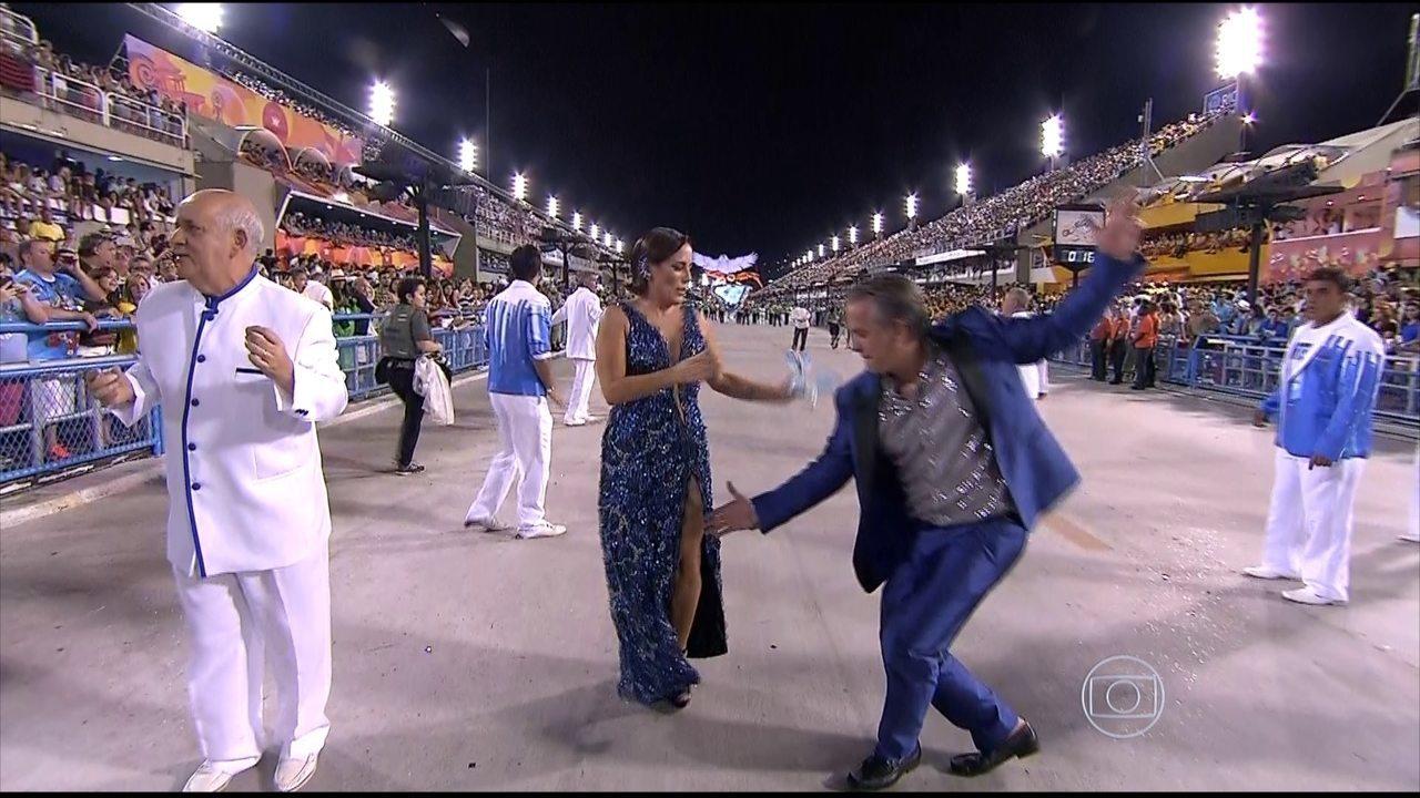 Glória Pires e o Orlando Morais marcam presença no desfile da Portela
