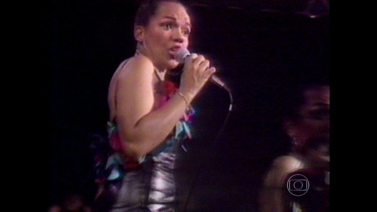 Grupo Kaoma canta sucesso 'Dançando Lambada'