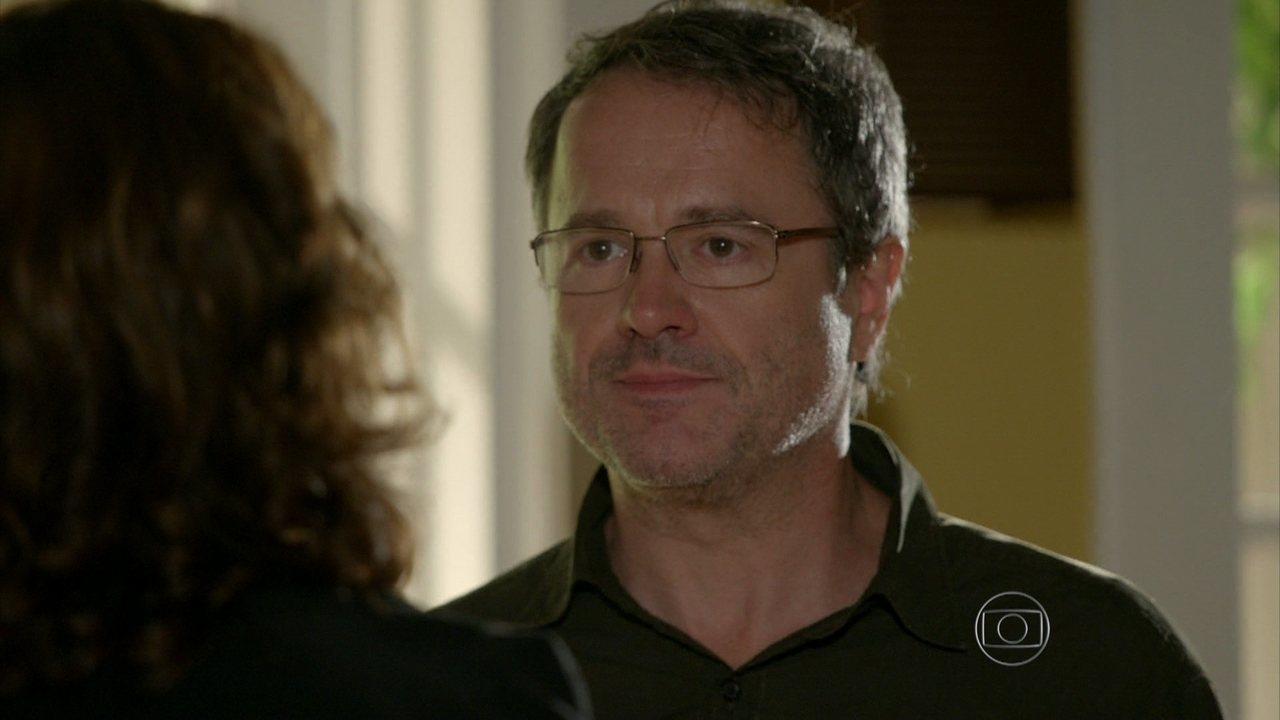 Sete Vidas - Capítulo de sexta-feira, dia 20/03/2015, na íntegra - Lauro decide contar para Lígia a verdade sobre Miguel