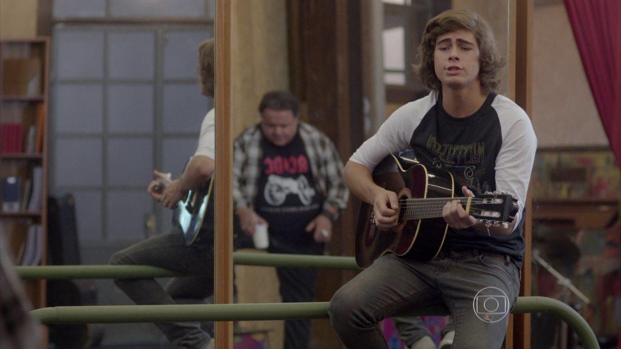 Malhação - capítulo de quarta-feira, dia 08/04/15, na íntegra - Pedro mostra para Nando a música que fez para esquecer Karina