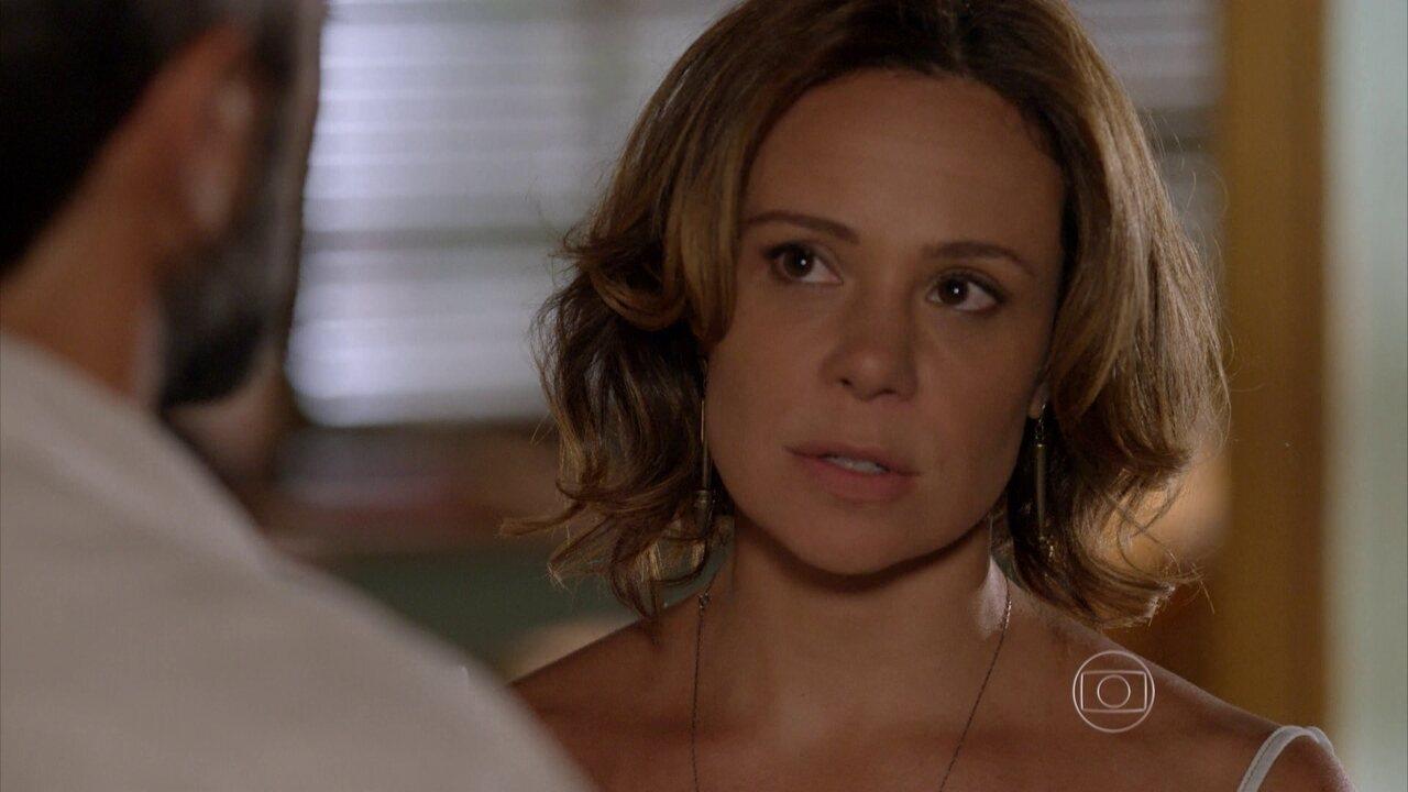 Sete Vidas - Capítulo de sexta-feira, dia 17/04/2015, na íntegra - Marina pergunta se Miguel é o pai de Pedro e Bernardo