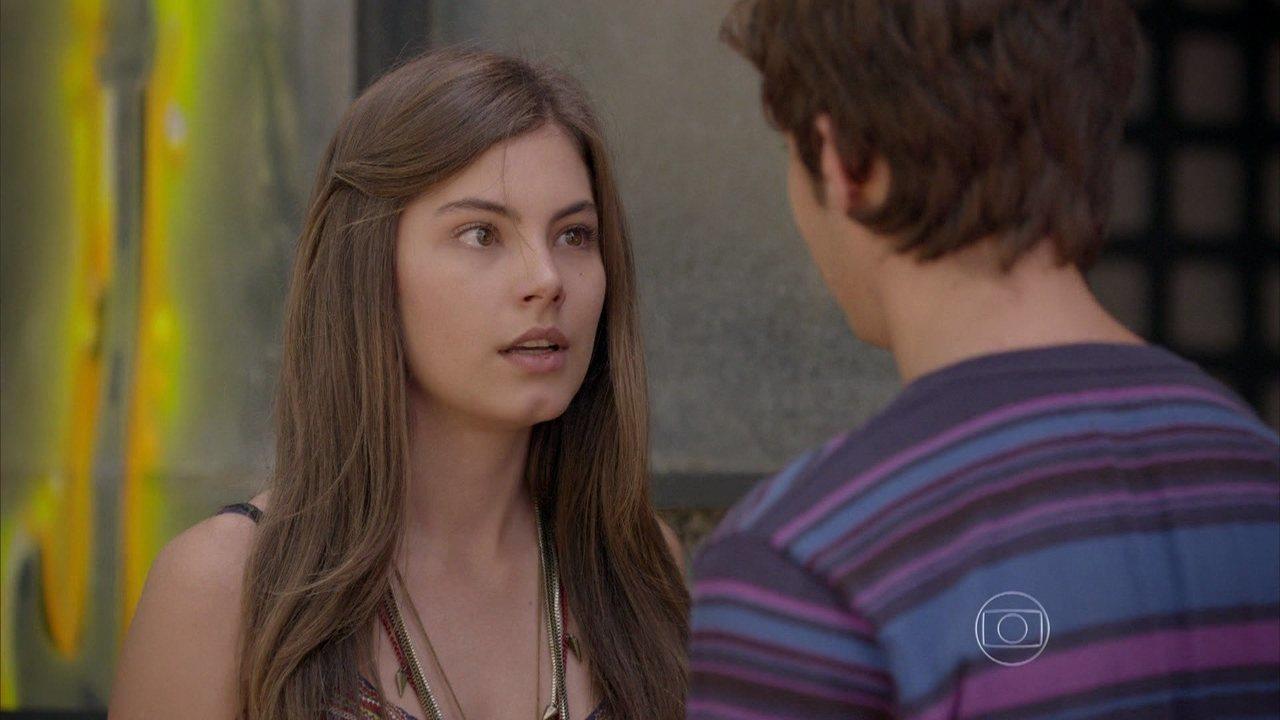 Malhação - capítulo de segunda-feira, dia 18/05/2015, na íntegra - Vicki beija João e Bianca fica bolada