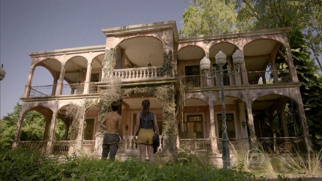 Malhação - capítulo de segunda-feira, dia 15/06/2015, na íntegra - Jade e Cobra encontram uma casa no meio da mata