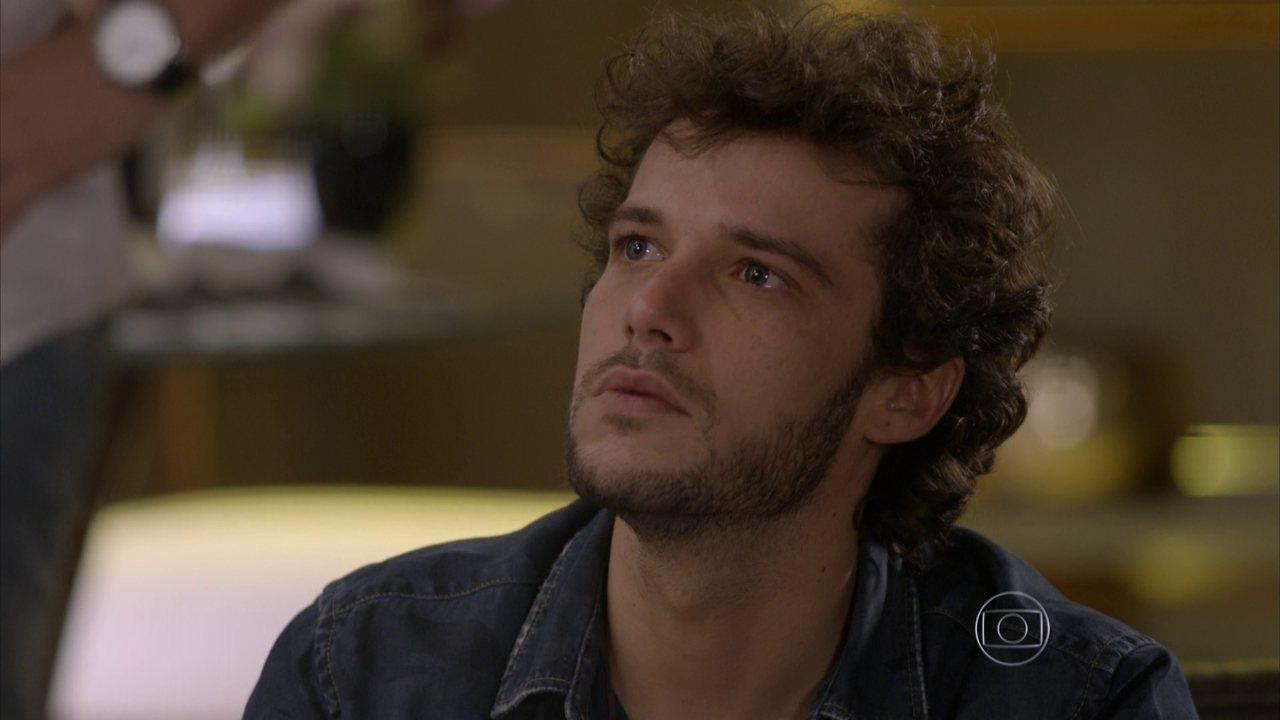 Sete Vidas - Capítulo de quarta-feira, dia 17/06/2015, na íntegra - Pedro provoca Felipe e os discutem