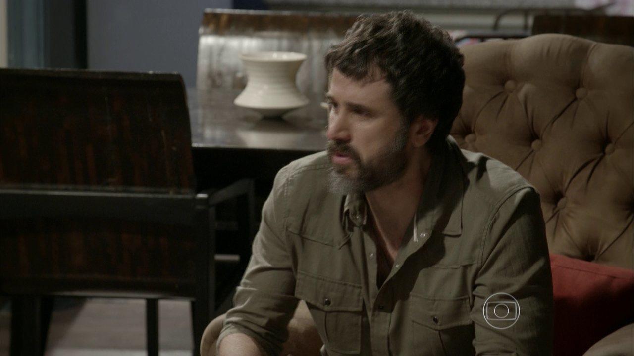 Malhação - capítulo de segunda-feira, dia 22/06/15, na íntegra - Gael conta a Karina e Bianca que é pai de Cobra