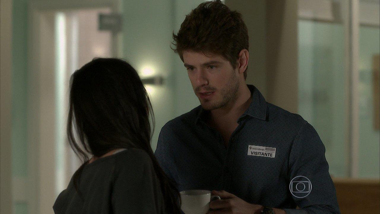 I Love Paraisópolis - capítulo de quarta-feira, dia 01/07/15, na íntegra - Benjamin oferece emprego para Ximena
