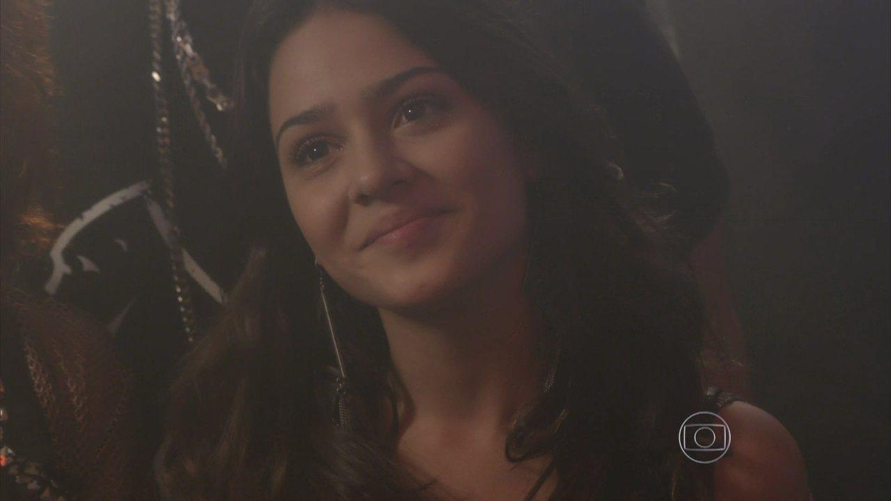 I Love Paraisópolis - capítulo de sexta-feira, dia 10/07/15, na íntegra - Bruna pede um beijo a Grego