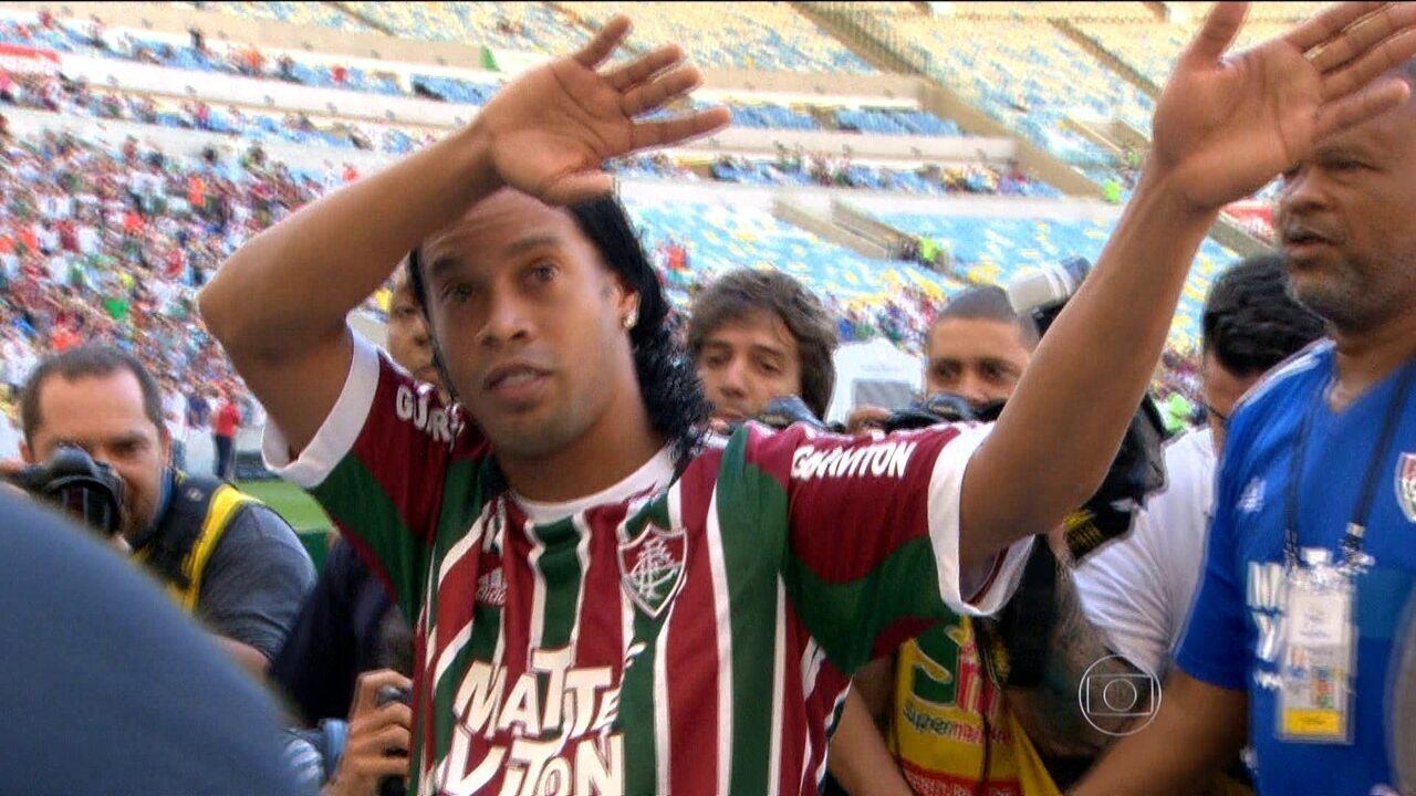 Ronaldinho Gaúcho é apresentado com festa no Fluminense