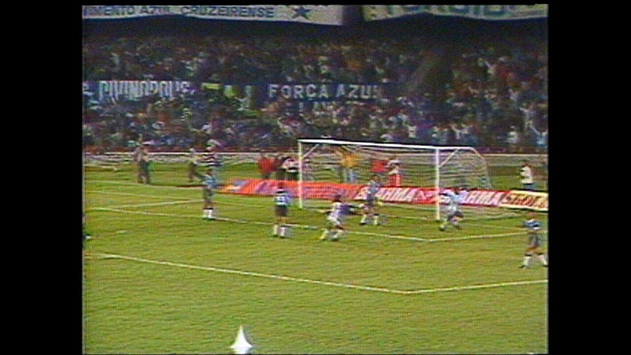 Cruzeiro vence o Grêmio por 2 a 1 na final da Copa do Brasil de 1993 e conquista o título