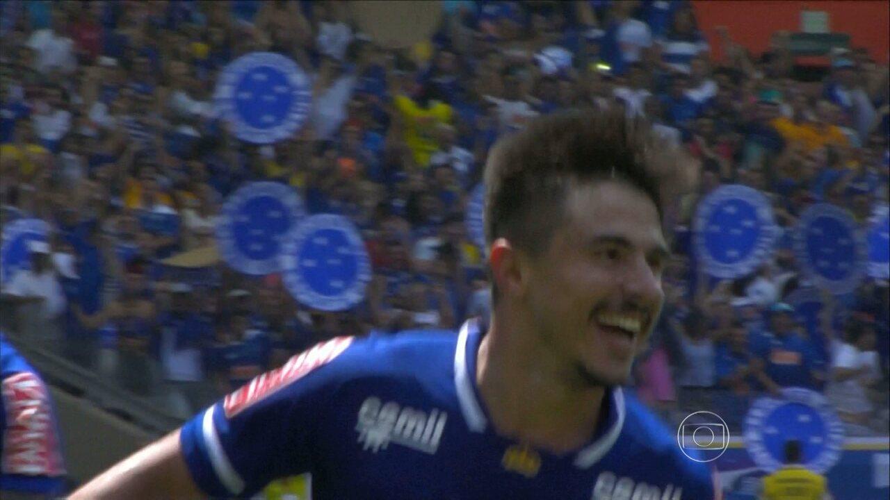 Com show de Willian Bigode, Cruzeiro goleia Figueirense na estreia de Mano Menezes