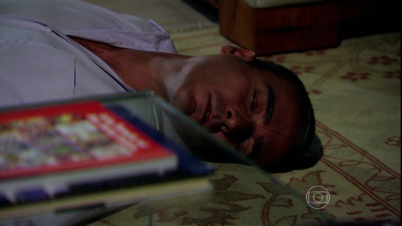 Caminho das Índias - capítulo de terça-feira, dia 08/09/2015, na íntegra - Raul leva um tiro
