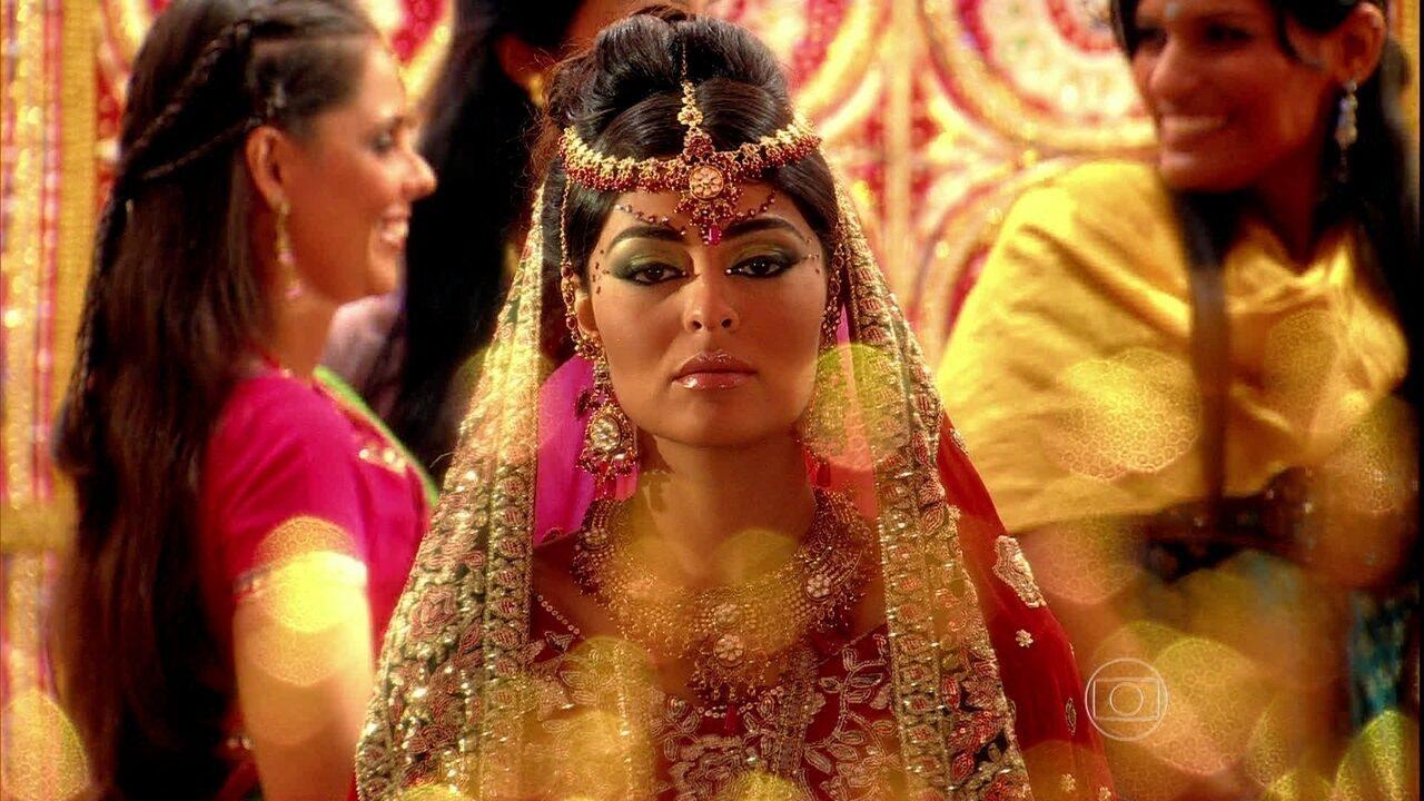 Caminho das Índias - capítulo de sexta-feira, dia 02/10/15, na íntegra - Raj e Maya chegam para a cerimônia do casamento