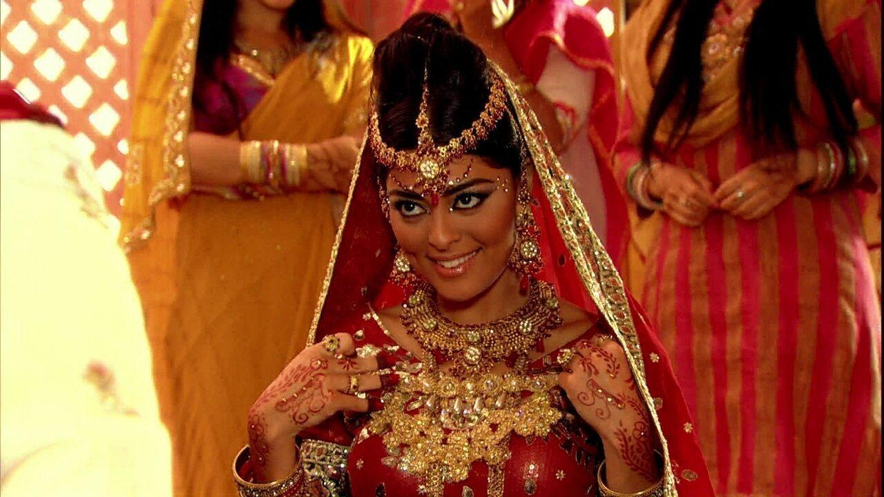 Caminho das Índias - capítulo de segunda-feira, dia 05/10/15, na íntegra - Maya e Raj se casam