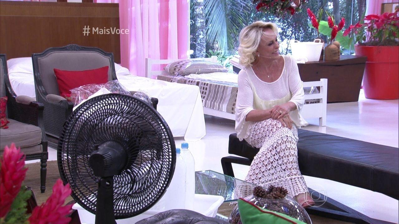 Ana Maria cai na gargalhada ao testar técnicas para fugir do calor