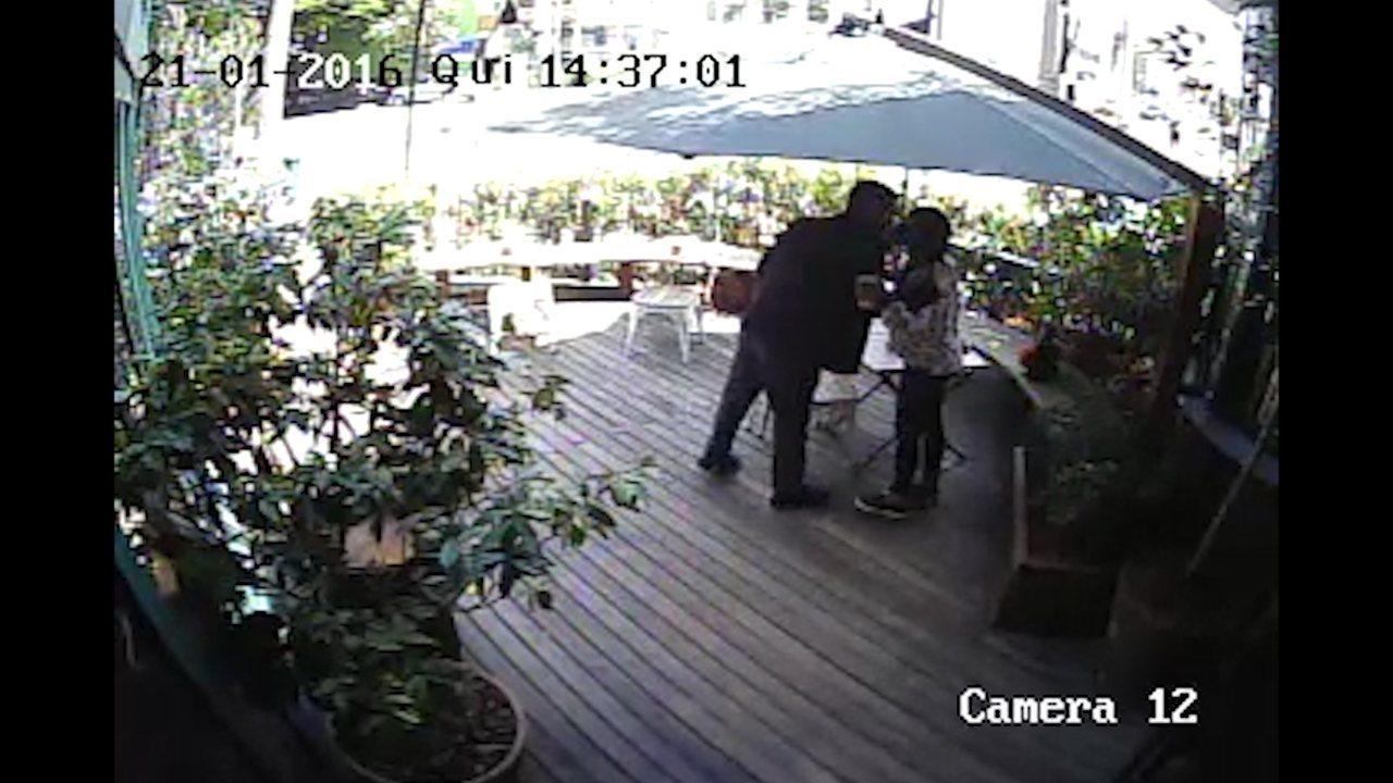 Policial civil foi visto com mulher em restaurante antes de agredir iraniano