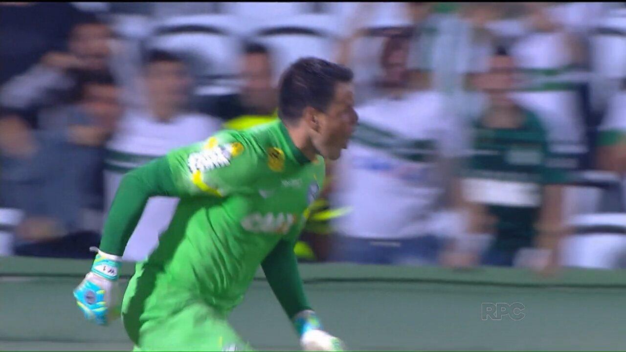 Goleiro Wilson marca de cabeça e evita derrota do Coritiba