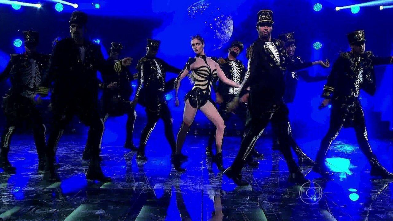 Fernanda Lima começa programa Terror cantando e dançando 'Thriller', de Michael Jackson