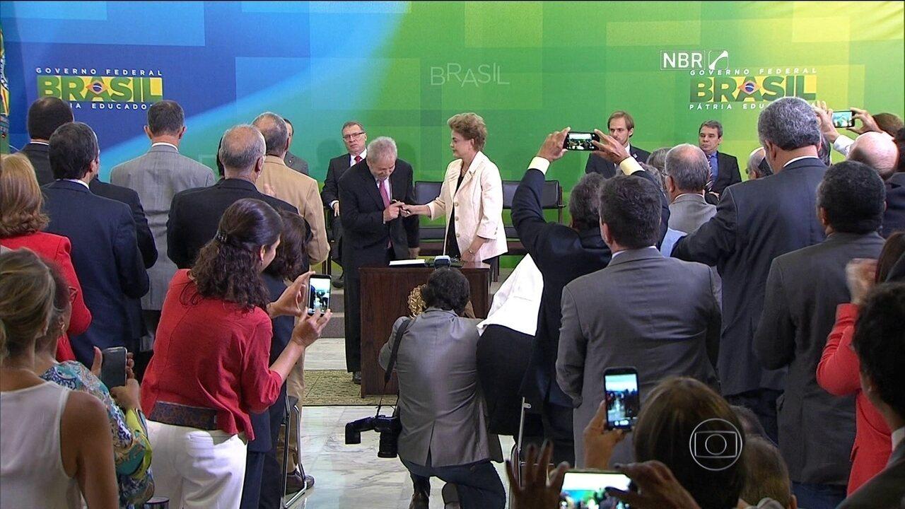 Lula toma posse como ministro-chefe da Casa Civil