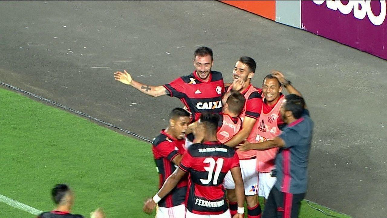 Flamengo vira líder do Brasileirão após vencer o Atlético-PR