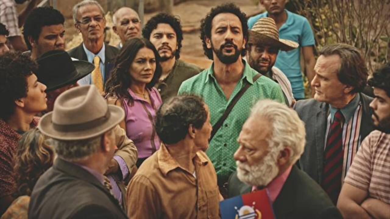 Velho Chico - Capítulo de sábado, dia 03/09/2016, na íntegra - Beatriz, Bento e Martim lideram revolta do povo