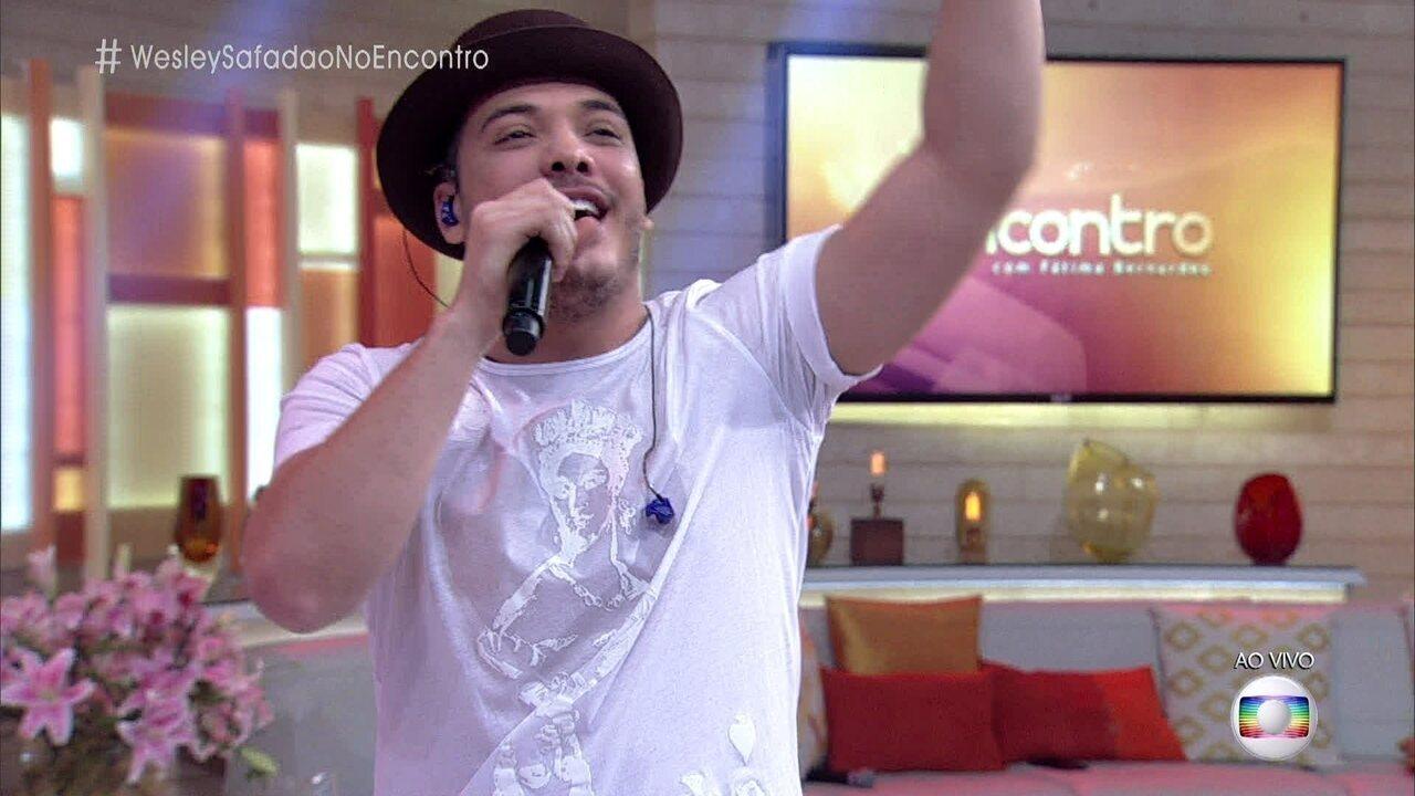 Wesley Safadão canta 'Camarote' e Fátima Bernardes dança